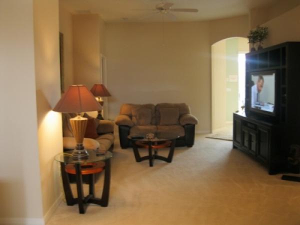 Stuen med stort tv